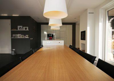 Riante woonkeuken - Eiken tafel